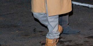 Дженнифер Лопес в пальто с воротником и массивных ботинках выглядит небрежно, но уютно