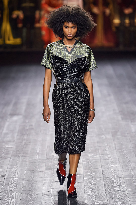 Черное платье с пайетками Louis Vuitton