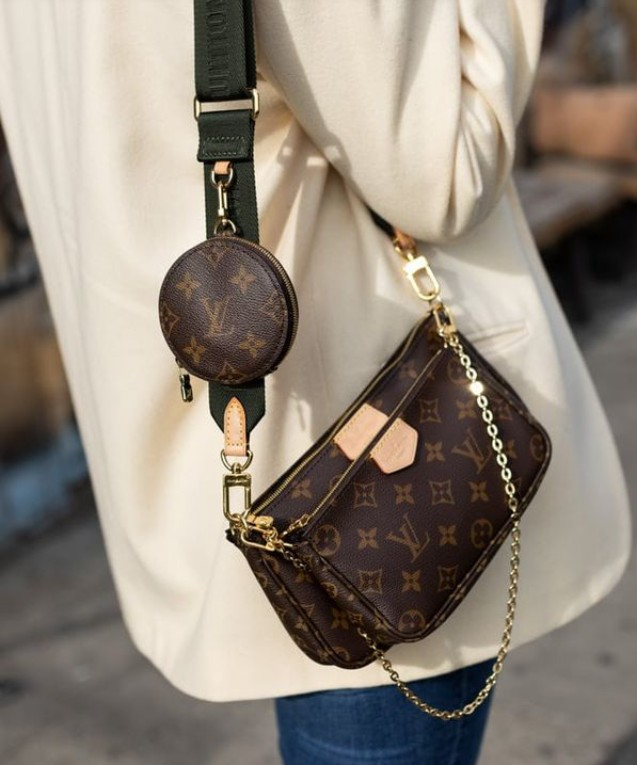 Коричневая сумка Louis Vuitton с широким ремнем