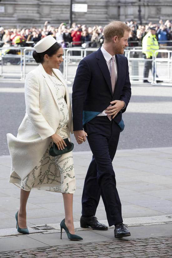 Меган Маркл в белоснежном пальто