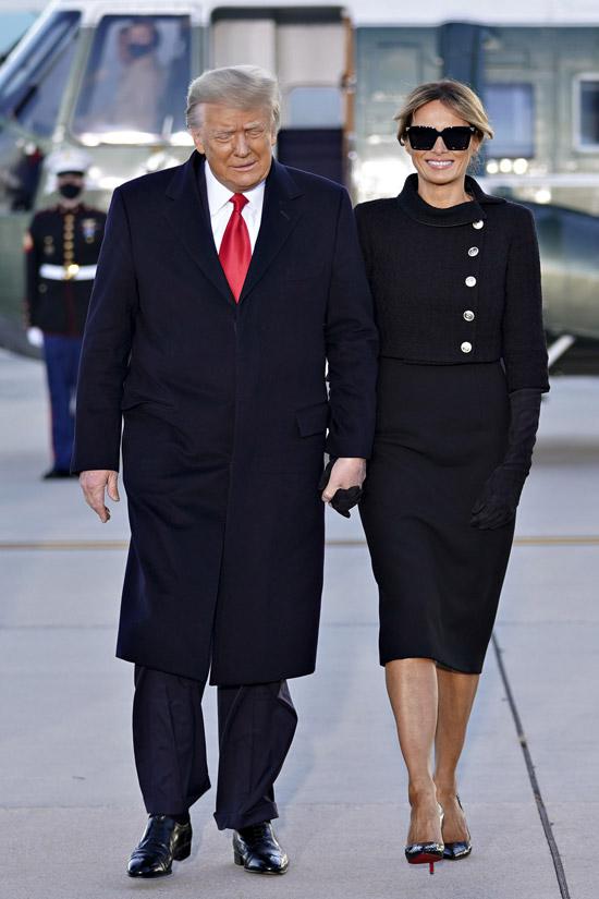 Мелания Трамп в укороченном жакете и платье