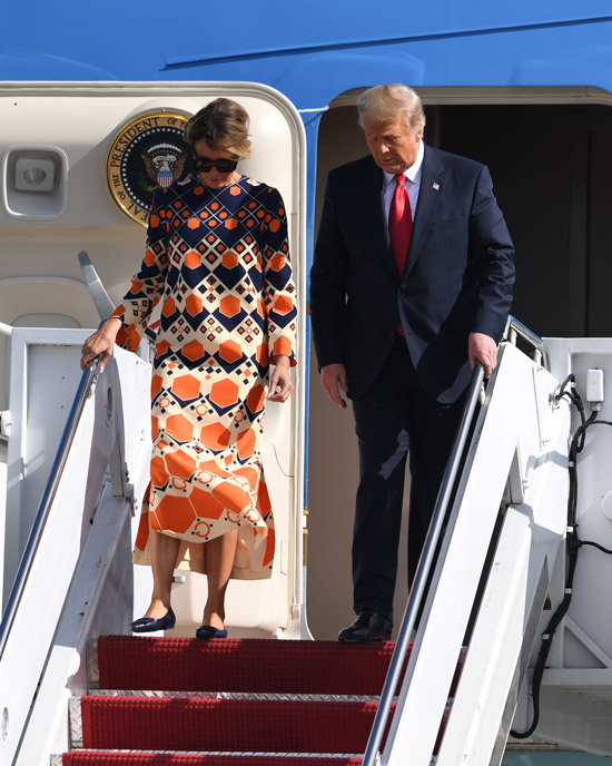 Мелания Трамп в цветном платье