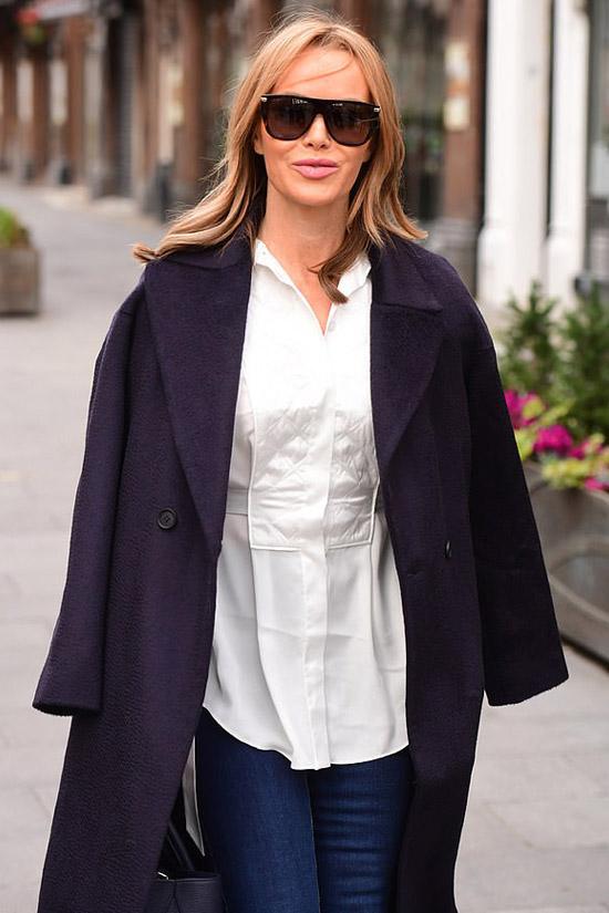 Аманда Холден в стеганой блузе