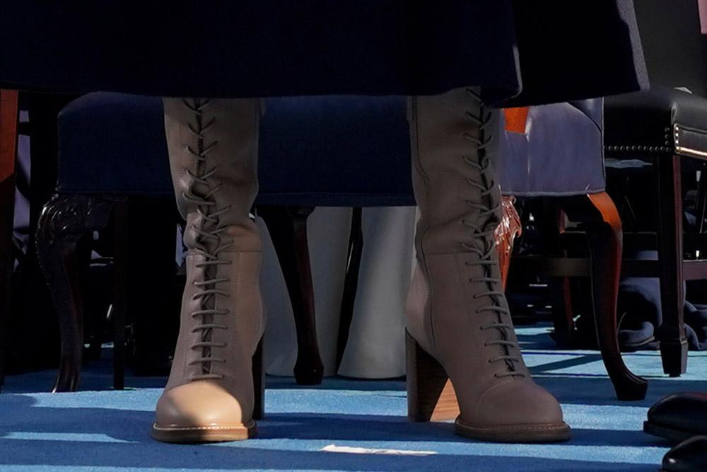 Эшли Байден в ботинках на шнуровке