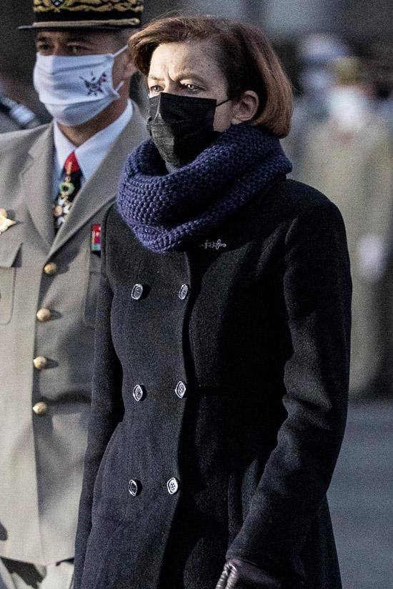 Флоранс Парли в двубортном пальто