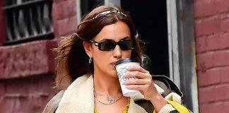 Ирина Шейк в вязаном кардигане и не совсем уместной, но модной дубленке идет по Нью-Йорку