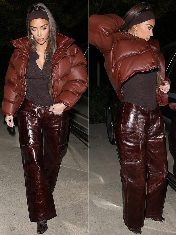 Ким Кардашьян в брюках и змеиных ботильонах