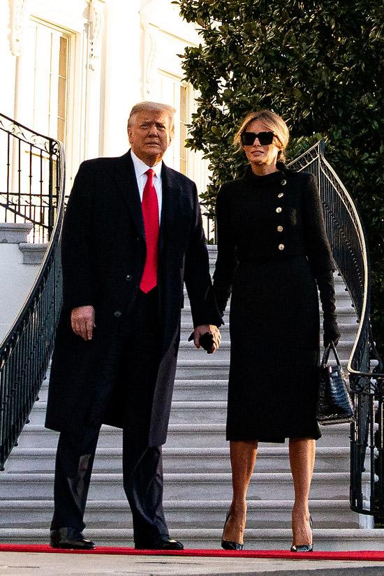 Мелания Трамп в укороченном жакете