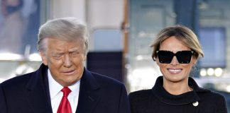 Мелания Трамп в бесподобном жакете, лабутенах и черном платье покидает Белый дом