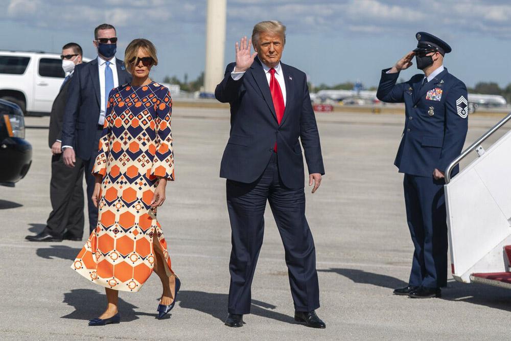 Мелания Трамп в цветном платье и балетках