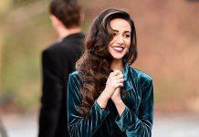 Актриса в изумительном бархатном костюме показала образ, который сможет повторить каждая