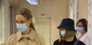 Наталья Водянова в непохожим на другие плаще и широких брюках отправилась в СПА