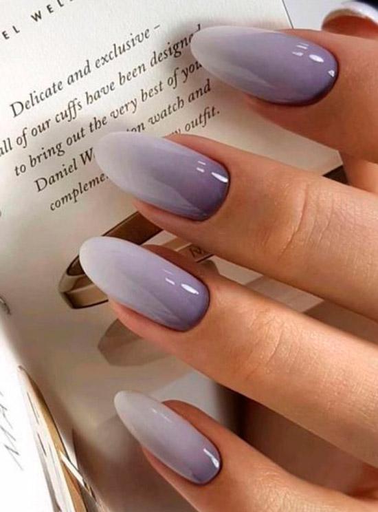 Фиолетовый маникюр омбре на длинных ногтях