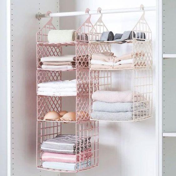 Используйте универсальные вешалки для хранения полотенец в ванной