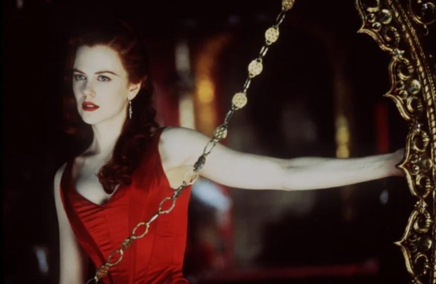 Николь Кидман в красном атласном платье
