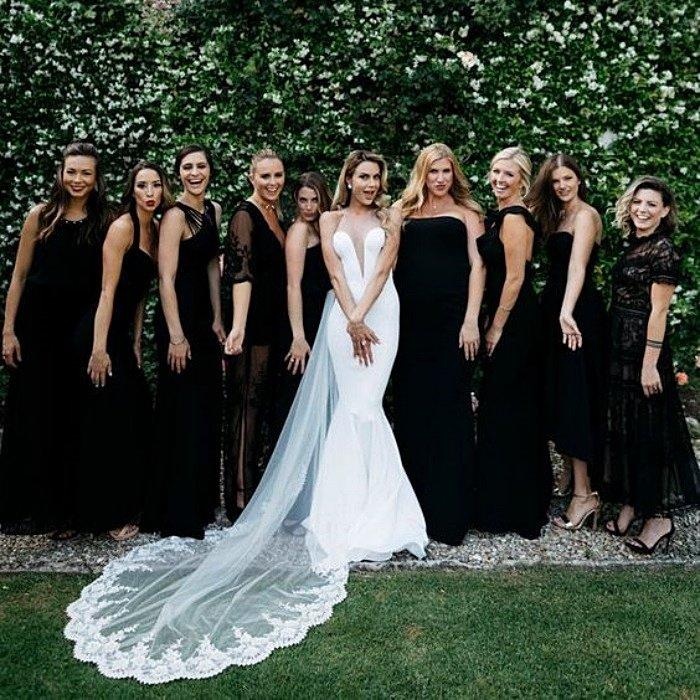 Подружки невесты в длинных черных платьях