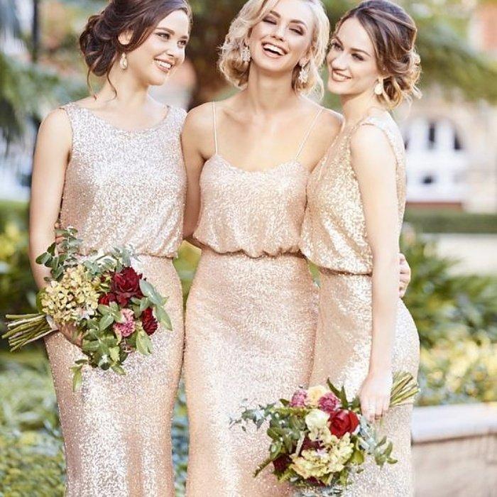 Подружки невесты в шикарных платьях золотого цвета