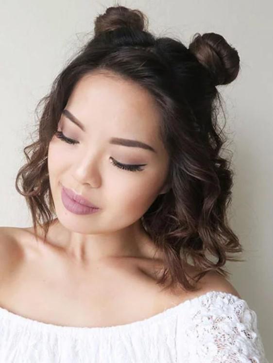 Прическа с пучками и локонами на волосах по плечо