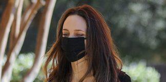 Анджелина Джоли в шикарном черном наряде посетила магазин и обрадовала фанатов