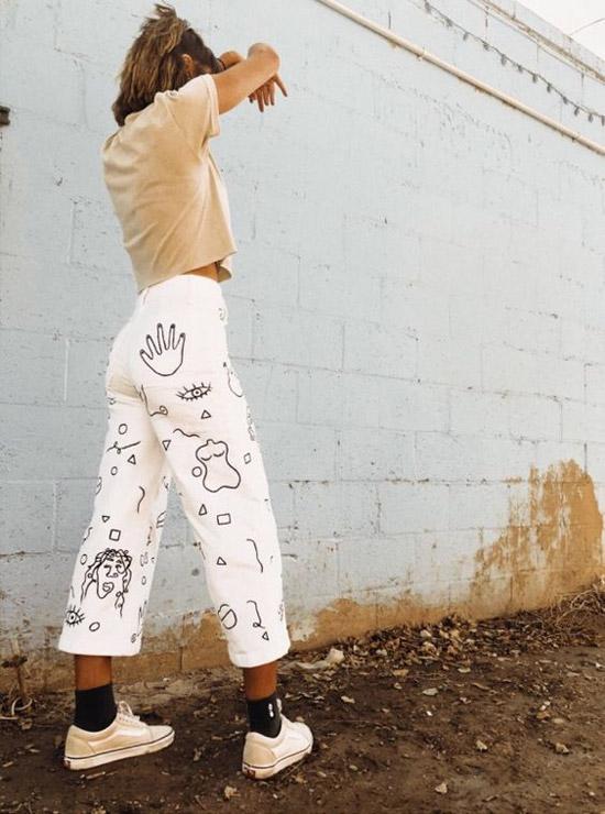 Разрисованные белые джинсы