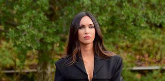 Меган Фокс в блейзере и кожаных брюках порадовала фанатов образом шикарной бизнес леди