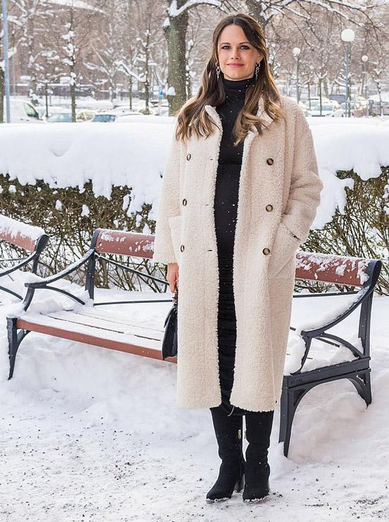 Принцесса София в плюшевом пальто