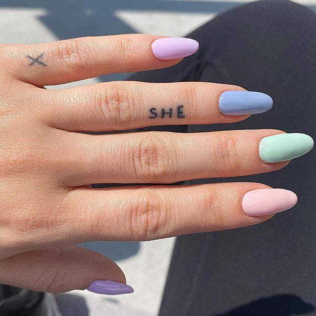 разноцветный маникюр на длинных ногтях