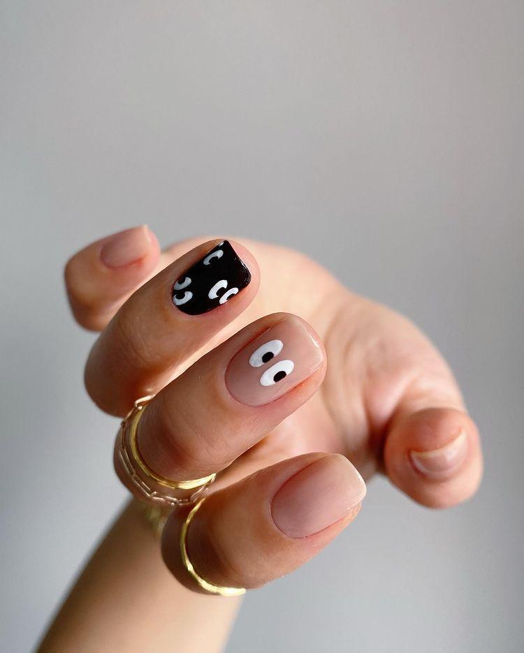 смешной маникюр на коротких ногтях с глазами
