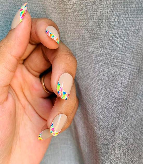цветочный френч на овальных ногтях