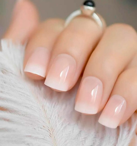 Белый френч омбре на квадратных ногтях