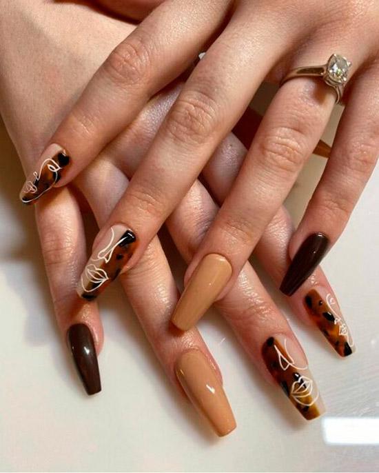 Черепаший принт с абстрактным прнтом на длинных ногтях