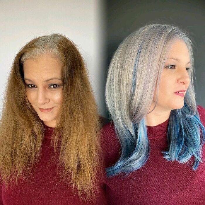 Девушка с платиновыми волосами с синими прядями снизу