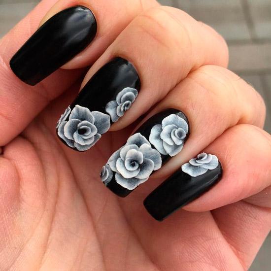 Длинные квадратные ногти с черным маникюром с белыми цветами