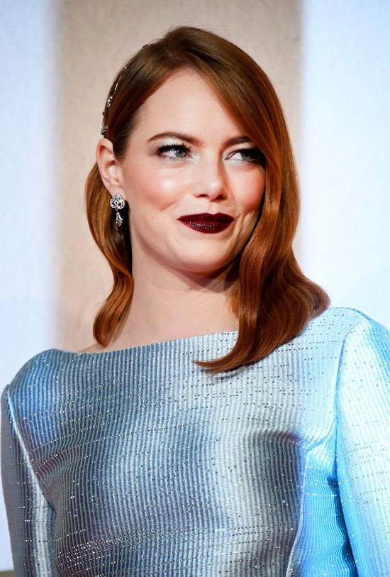 Эмма Стоун с рыжими гладкими волосами чуть ниже плеча