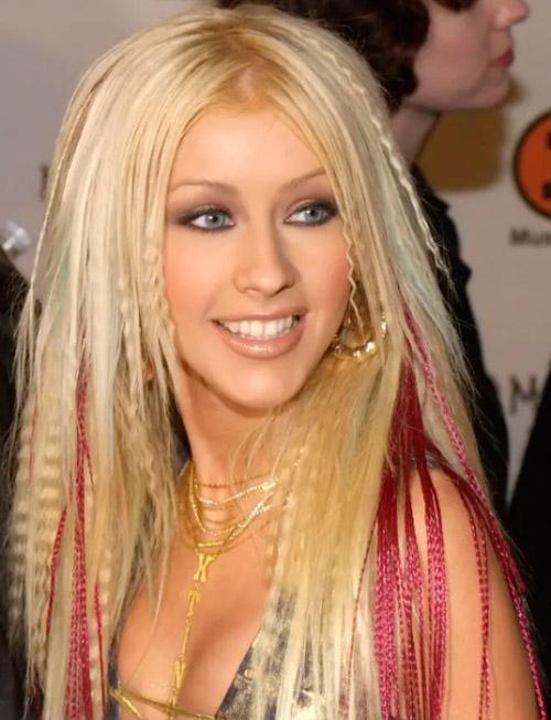 Кристина Агилера с гофре на светлых густых волосах