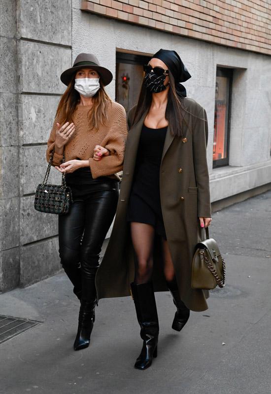 Ирина Шейк в модных сапогах и платье