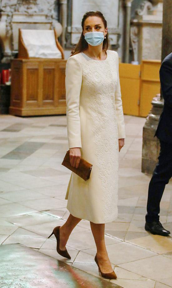 Кейт Миддлтон в пальто цвета слоновой кости