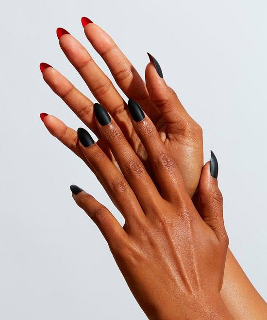 Простой черный маникюр с матовой текстурой на ногтях средней длины