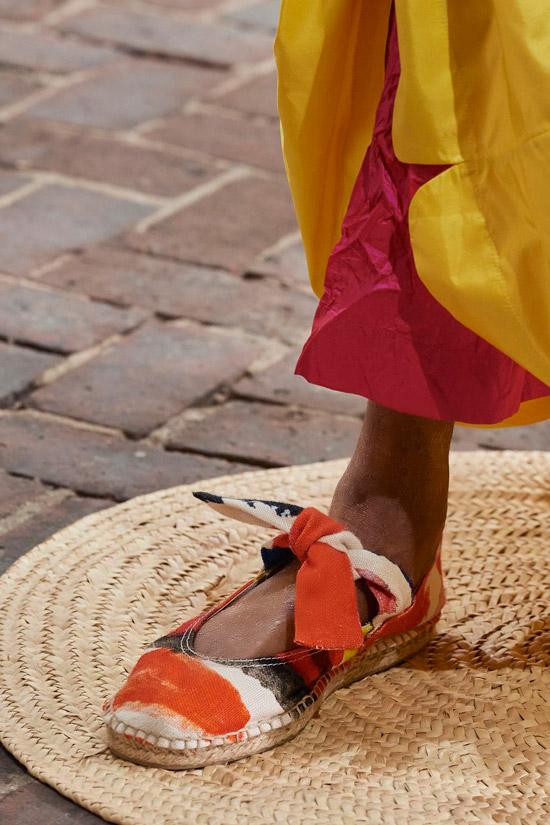 Разноцветные балетки с завязками на плоской подошве от Gregis