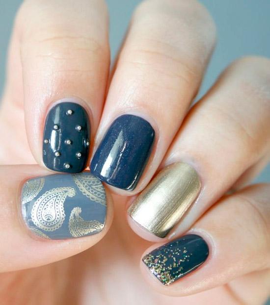 Серый маникюр с золотыми вставками на коротких ногтях