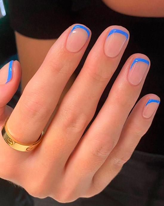 Синий френч на коротких ногтях смотрится классно
