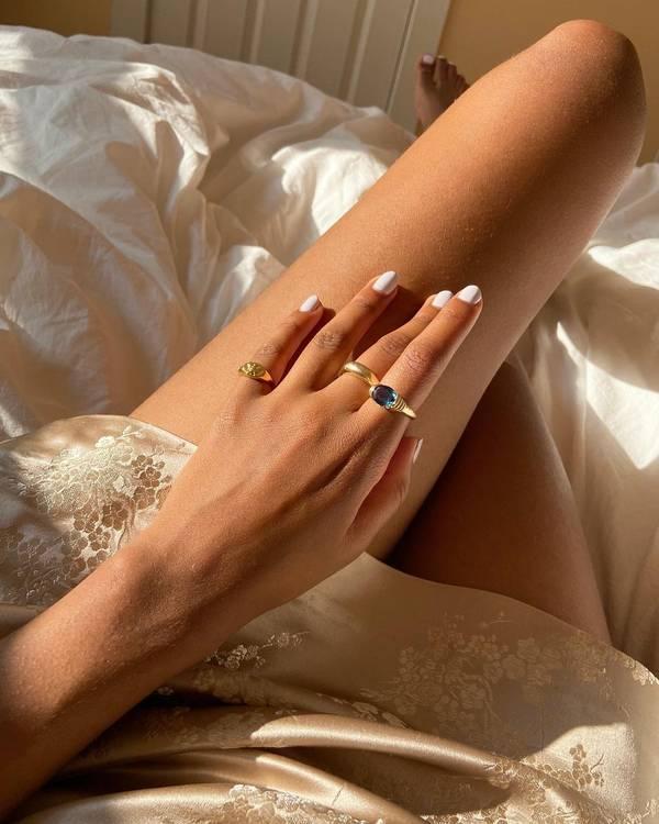 белый маникюр на коротких натуральных ногтях