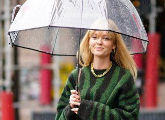 Как выглядеть стильно даже под дождем: 7 основных правил на весну 2021