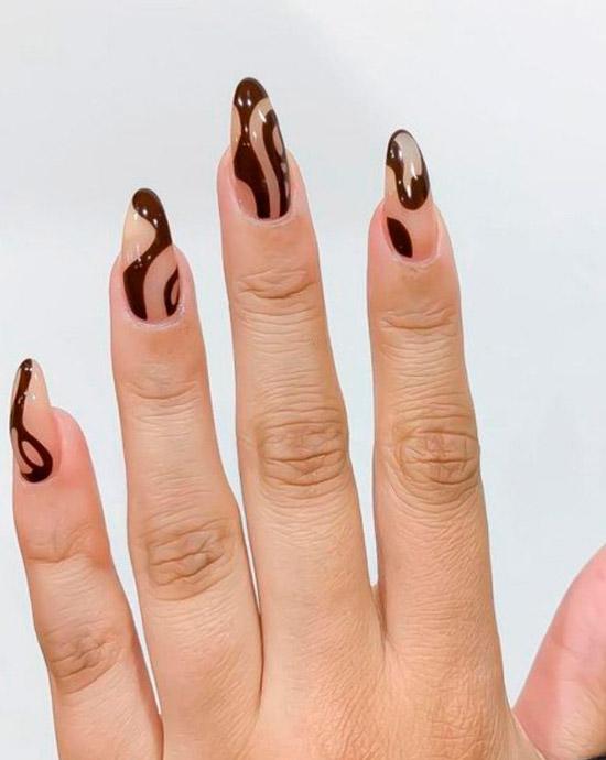 коричневые разводы на длинных ногтях