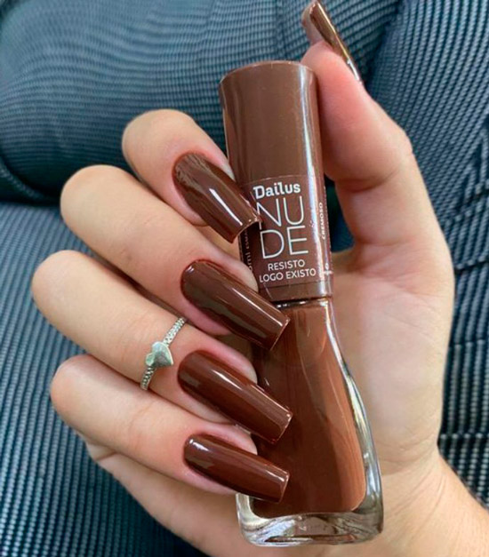 коричневый маникюр на длинных квадратных ногтях