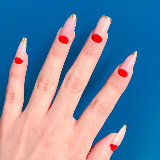 красный лунный маникюр на длинных ногтях