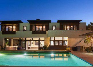 В каком доме живет Метт Деймон: стильный интерьер и мягкий уголок для посиделок с друзьями