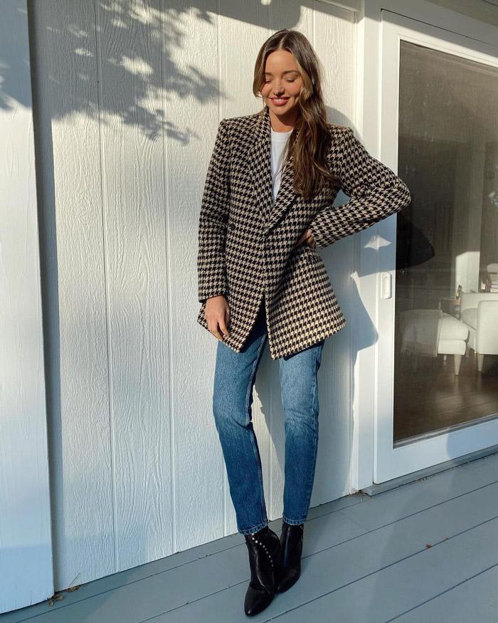 Миранда Керр в джинсах и ботильонах