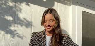 Миранда Керр в модных ботильонах с шипами и пиджаке восхищает поклонников сияющей кожей