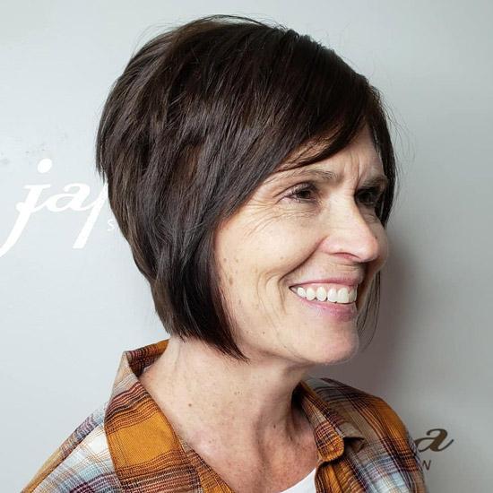 Перевернутый боб для пожилых женщин с тонкими волосами - прически для женщин за 60 на лето 2021